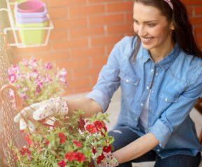 Çiçek açan balkonlara özel dekorasyon önerileri